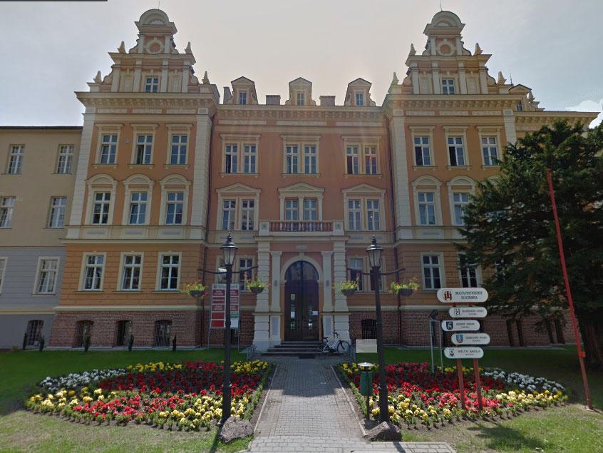 Urząd Miejski w Kluczborku / Google Maps