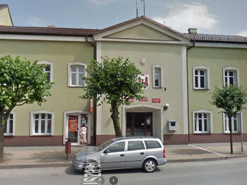 Urząd Miejski w Praszce / Google Maps