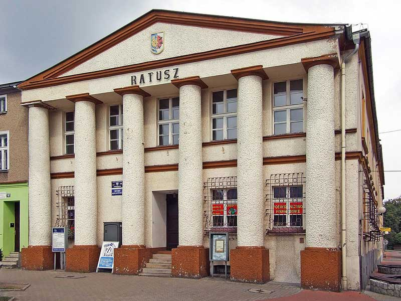 Ratusz w Oleśnie /  Konrad Kurzacz Pimke - Praca własna / Wikipedia / CC BY-SA 3.0